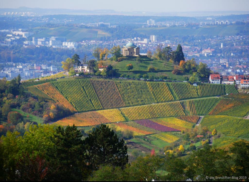 Grabkapelle im Herbst