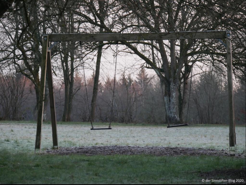 Einsame Schaukel im Winter